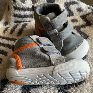 Stride rite soft motion milo sneaker, size 4